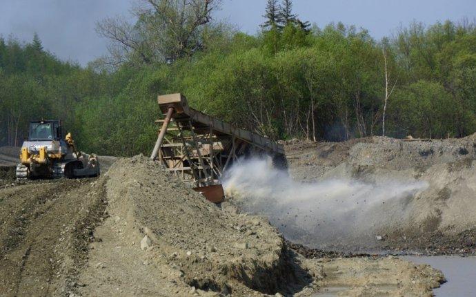Отходы золотодобычи загрязняют нерестовую реку на Сахалине
